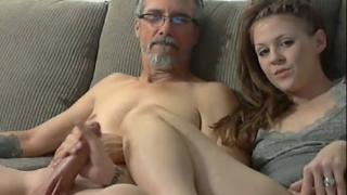 Masturbandose con su Padre frente a web