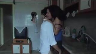 Su hijo la viola en la cocina – incesto madre e hijo