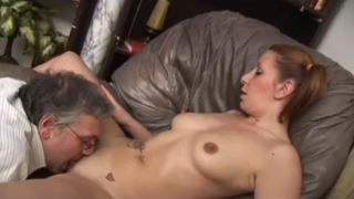 Hija y Padre masturbandose juntos