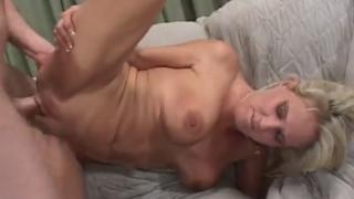 Una madre loca experimentando el incesto